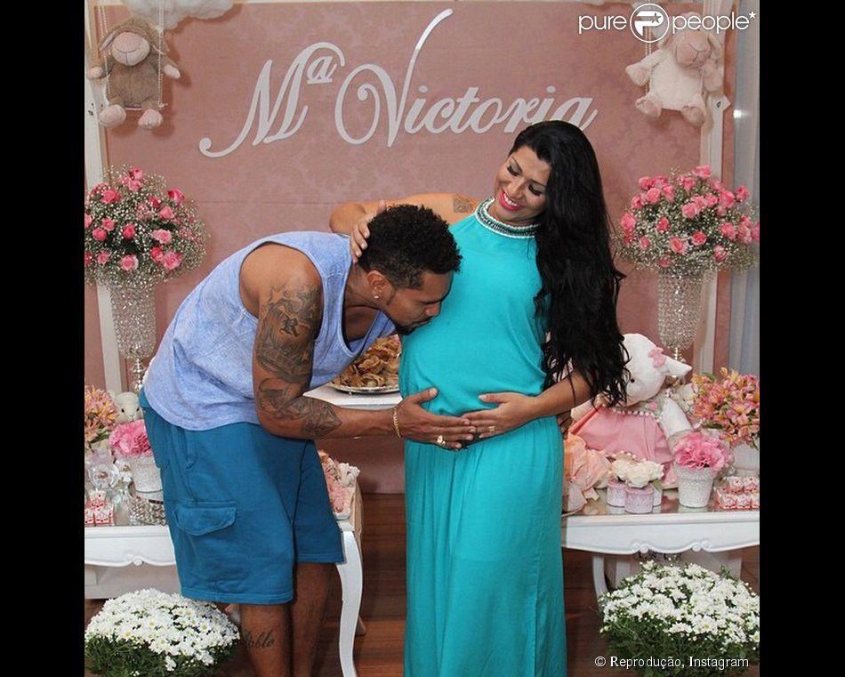 Ellen Cardoso dá à luz Maria Victoria, primeira filha com Naldo Benny, em 26 de fevereiro de 2015