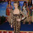 A modelo america Brooklyn Decker escolheu um vestido de onça para o lançamento do filme 'Esposa de Mentirinha'