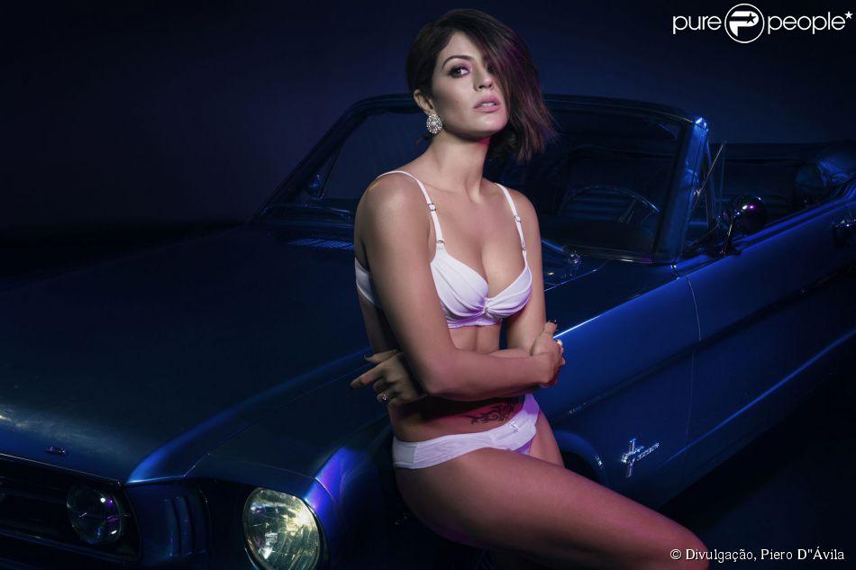 Carol Castro faz ensaio sensual só de lingerie para marca de roupas íntimas: 'Sensualidade e conforto', afirma ela nesta sexta-feira, 6 de março de 2015
