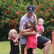 Thiago Lacerda curte momento paizão com os três filhos em pracinha do Rio