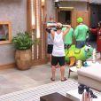 Confinados levaram uma bronca da direção do 'Big Brother Brasil 15' por lamentarem demais a saída de Tamires, que desistiu do jogo neste domingo, 8 de março de 2015