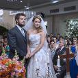 Cristina (Leandra Leal) e Vicente (Rafael Cardoso) se casam, na reta final da novela 'Império'