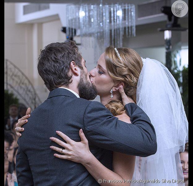 Cristina (Leandra Leal) e Vicente (Rafael Cardoso) se casam na reta final da novela 'Império'