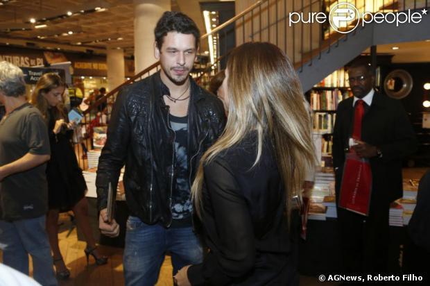 Cleo Pires encontrou com o ex-marido, João Vicente de Castro, no lançamento do DVD de seu padrasto, Orlando Morais, nesta quinta-feira, 25 de abril de 2013