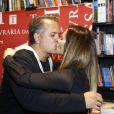 Cleo Pires dá um beijo no padrastro, Orlando Morais
