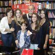 Cleo Pires posou com toda a família: Glória Pires, Orlando Morais, Antonia, Bento e Ana