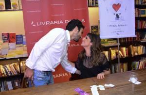 d81e8b16fc0d1 Após rumores de separação, Caio Blat beija Maria Ribeiro em sessão de  autógrafos