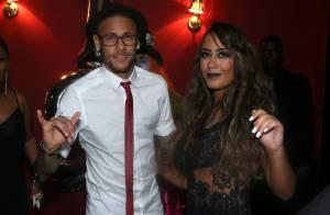 Neymar canta e sensualiza no palco na festa de aniversário da irmã, Rafaella