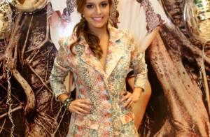 Giovanna Lancellotti, vilã de 'Alto Astral', deixa pernas à mostra em evento