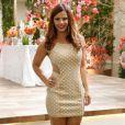 O modelo curto, com brilhos e detalhes em tule, foi a escolha da manicure Naná (Viviane Araújo). O vestido é da marca Nighteen