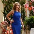O azul-royal da marca Carmim foi a aposta de Amanda (Adriana Birolli) para o casamento da cunhada
