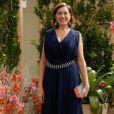 Maria Marta (Lilia Cabral) optou por um modelo azul-marinho e arrematou o look com acessórios em prata. O vestido, da grife Bless Couture, foi comprado na loja Dona Coisa