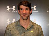 Michael Phelps distribui selfies e autógrafos durante inauguração de loja em SP