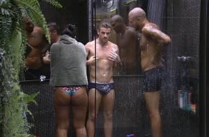 'BBB15': Fernando, Amanda e Rafael tomam banho juntos e economizam água
