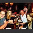 Roberto Justus e Ticiane Pinheiro festejam em Miami o aniversário do também apresentador