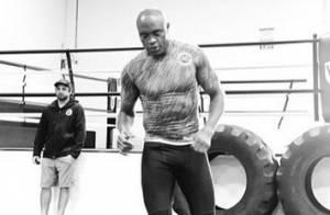 Anderson Silva ficará 18 meses afastado do UFC como punição, diz colunista