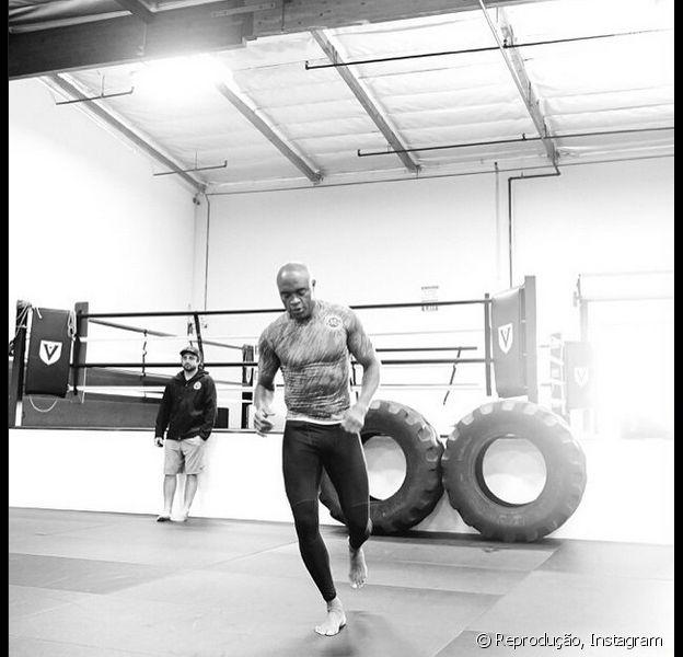 Anderson Silva ficará 18 meses longe do UFC, segundo colunista Lauro Jardim, da revista 'Veja'