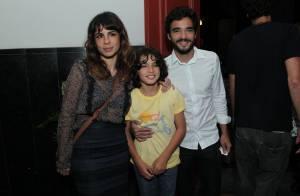 Caio Blat e Maria Ribeiro vão juntos à pré-estreia de peça de Paulo Betti, no RJ