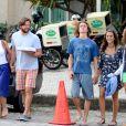 Adriana Esteves, de 'Babilônia', comemora aniversário do marido, Vladimir Brichta em pizzaria no Rio