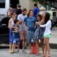 Adriana Esteves curte tarde com a família no Rio. Atriz, da novela 'Babilônia', foi comer uma pizza com o filho, Vinícius, de 7 anos, e de Felipe, de 12, fruto do casamento com Marco Ricca