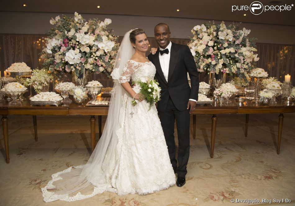 8698e45f8 Confira fotos oficiais do casamento de Thiaguinho e Fernanda Souza