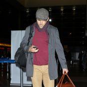 Blake Lively e Ryan Reynolds, recém-casados, evitam flashes em aeroporto dos EUA