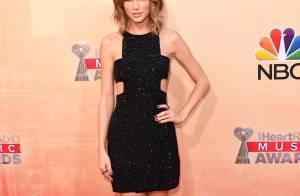 iHeartRadio Awards: Taylor Swift aposta em vestido Kaufmanfranco. Veja looks!