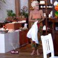 Ana Maria Braga vestiu a calça e vez look de vestido durante o programa 'Mais Você'