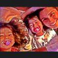 Giovanna Antonelli adora um chamengo com as gêmeas Sofia e Antônia, de 2 anos, e postou uma foto com a legenda: 'É muito amor!!!!'. A atriz também é mãe de Pietro, de 8, fruto do relacionamento com Murilo Benício