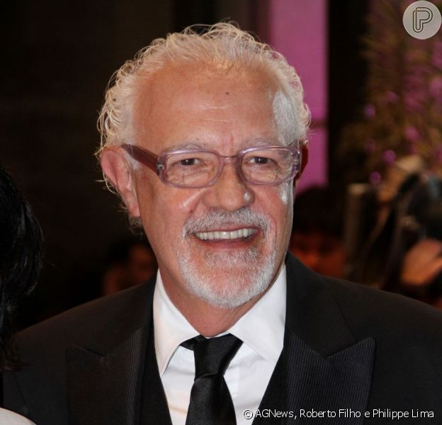 Ney Latorraca se recupera bem do seu estado de saúde e vai para o quarto em 1º de dezembro de 2012