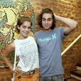 Isabella Santoni usou look estiloso para curtir show ao lado de Rafael Vitti