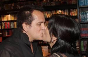 Gloria Pires, Deborah Secco e mais famosos comemoram dia do beijo em rede social