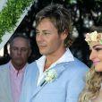 Theo Becker se casa com médica Raphaela Lamim em cerimônia na praia, em 18 de abril de 2015