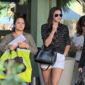 Bruna Marquezine curte tarde livre com mãe e amigas após fim de 'Salve Jorge'