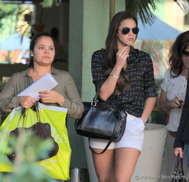 De férias de 'Salve Jorge', Bruna Marquezine curte tarde livre com a mãe, Neide, e amigas nesta segunda-feira, 20 de maio de 2013