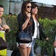 Bruna Marquezine deixa restaurante na companhia da mãe e das amigas
