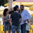 Maria Flor e Domingos Montagner gravaram cenas da novela 'Sete Vidas' em praia do Rio
