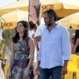 Maria Flor e Domingos Montagner foram à praia no feriado, mas para trabalhar