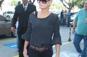 Xuxa e outros famosos vão ao velório do diretor Roberto Talma: 'Saúde frágil'