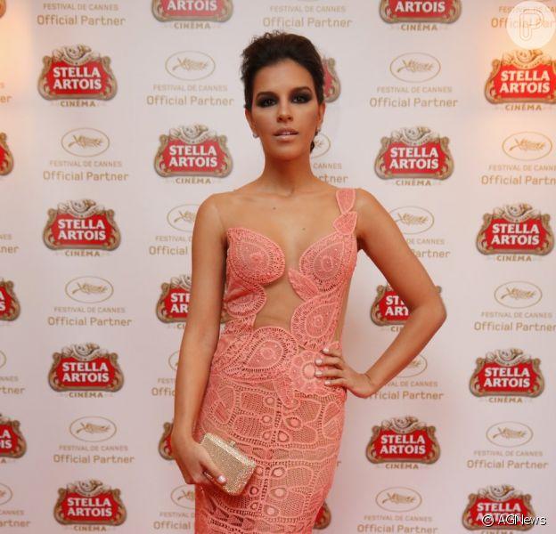 Vestido de renda que Mariana Rios usou em noite de première no Festival de Cinema de Cannes, na terça-feira (21), custa R$29.800, segundo a estilista responsável pelo modelito exclusivo, Martha Medeiros