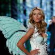 Stella fez sua estreia na Victoria's Secret em 2014 em um desfile inspirado nos contos de fada