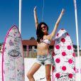 Sara Sampaio também participou de um evento de praia para promover a Pink no ano passado