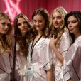 Jac Jagaciak posa ao lado de outras modelos da Victoria's Secret - Martha Hunt, Caroline Brasch, Elsa Hosk e Sara Sampaio - durante um evento em 2013