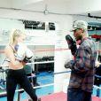 Elsa Hosk também pratica luta, prática adotada por muitas famosas brasileiras