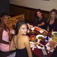 A Angel americana gosta de curtir momentos ao lado das amigas, como a top Sara Sampaio, e apreciar as delícias da culinária japonesa