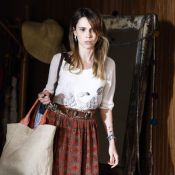 Feliz com gravidez de Deborah Secco, Débora Falabella decidirá papel em novela