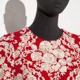 O detalhe das flores que estampam o vestido escolhido por Bruna Marquezine para a festa da novela 'I Love Paraisópolis'