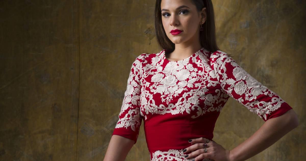 4e42a769b867b Bruna Marquezine usa vestido Dolce   Gabbana à venda por R  21 mil em festa  - Purepeople