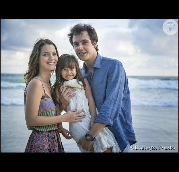 A novela 'Alto Astral' terminou com o desfecho feliz da história de amor de Caíque (Sério Guizé) e Laura (Nathalia Dill), coroada com o nascimento de Bella (Nathalia Costa), em 8 de maio de 2015