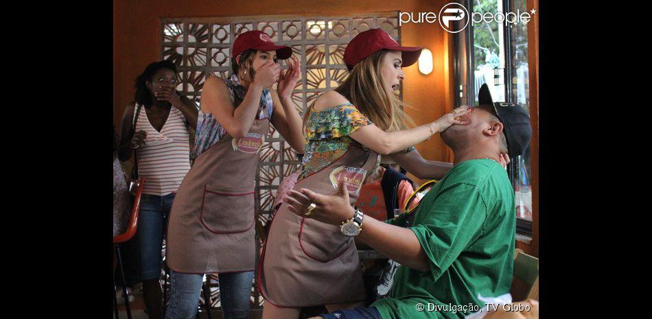 Danda (Tatá Werneck) briga com Jávai (Babu Santana), no primeiro capítulo de 'I Love Paraisópolis'
